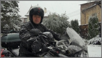 1-серия кадр из фильма Турецкий гамбит - водкомоторный визит