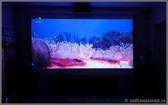 Картинка FullHD на экране с проектора - фильм Buon giorno, Italia! Или плановое обследование сапога