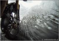 Кадр из фильма - рассекаем брод