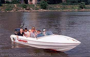 Нагрузил пацанов полну лодку... 1998г.