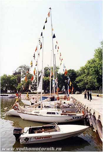 Балтийск - водкомоторный флот у пирса 1999г.