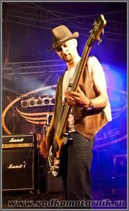 Басист группы San Uzel