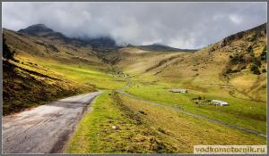 Пиренеи - облака в горах