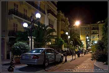Улицы Монако ночью.
