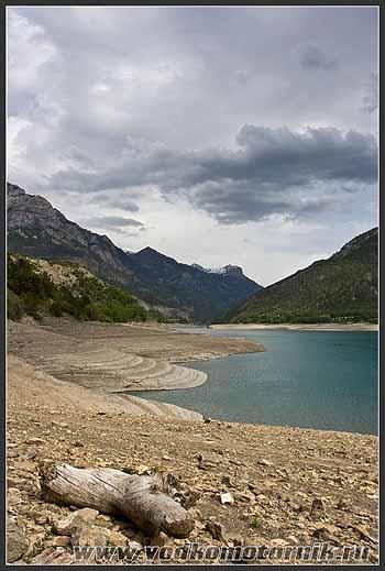Франция. Альпы. Озеро.