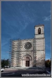 Л'Акуила - каркас собора