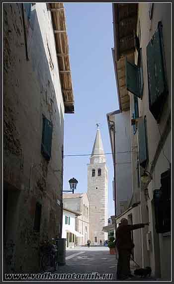 Градо - старый город. Вид на площадь.