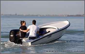 Венеция. Влюбленный водномоторник.