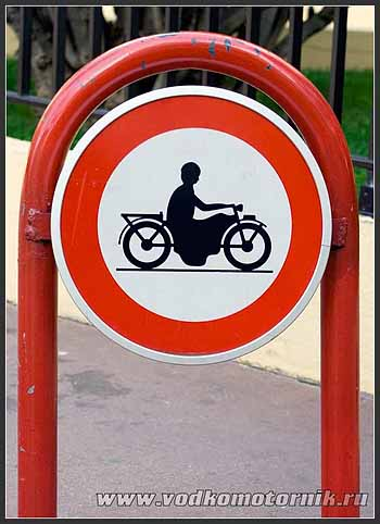 В платье по Каннам на мотоцикле нельзя!