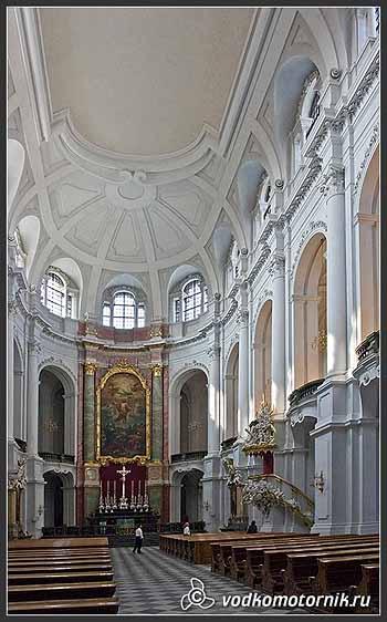 Дрезден. В костеле.