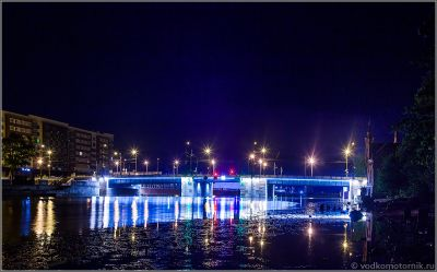 Высокий мост в ночи