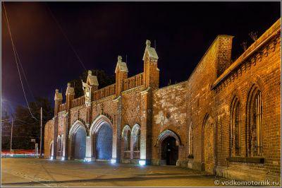 Фрадландские ворота в ночи