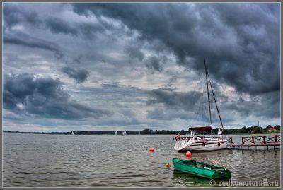 Польша - озера справа у дороги