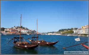 Порту - портомоторки на реке Дуэро
