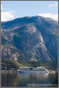 Круизный лайнер в Eidfjord