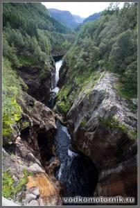 Расщелина водопада