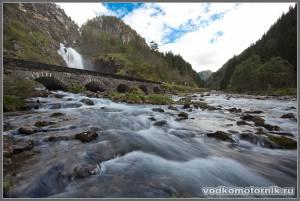 Знаменитый норвежский водопад