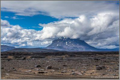 Исландия Аскья. Затухший вулкан слева по борту