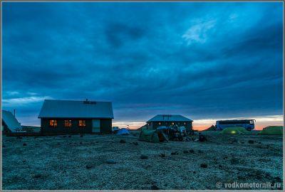 Исландия - поздний вечер в кемпинге Аскья