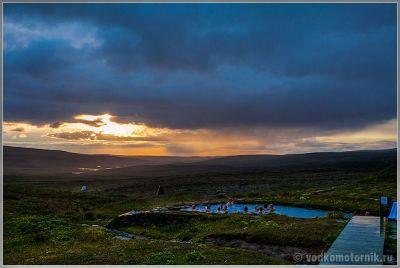 Исландия. Теплый термальный пруд в Лаугафел