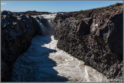 Исландия, Iceland - Небольшой малопосещаемый водопад