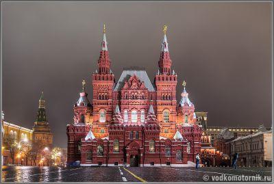 Москва. Здание исторического музея в ночи