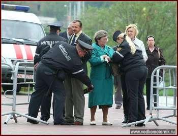 Перед парадом проверяли всех.