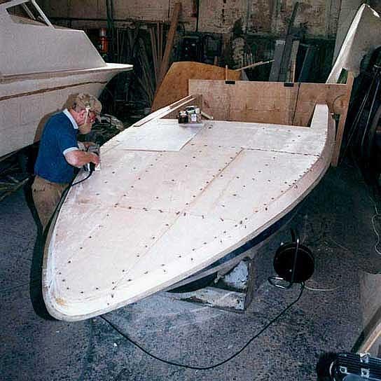 сделать парусную лодку самом