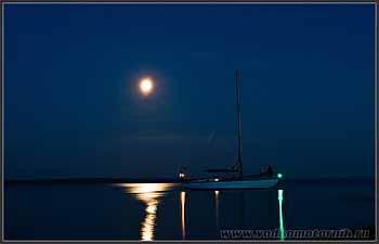 Яхта Арктика в ночи