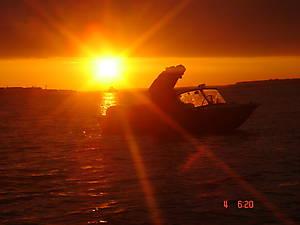 Я на своей лодке Днепр на восходе солнца