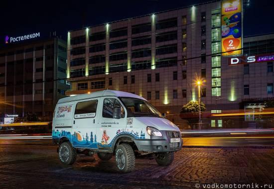 Соболь 4х4 Самый западный в ночном городе Калининград