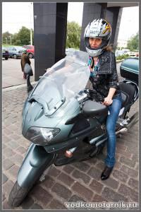 Девушка на мотоцикле Yamaha FJR1300
