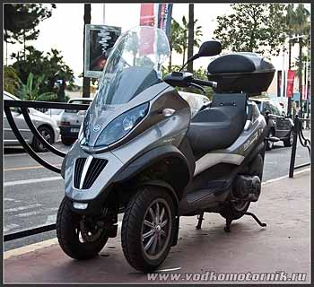 Трехколесый мотоцикл.