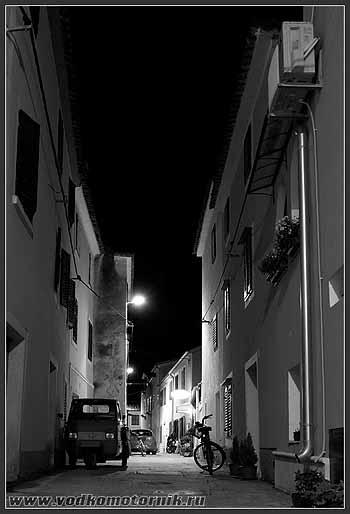 Хорватия. Новиград ночью.