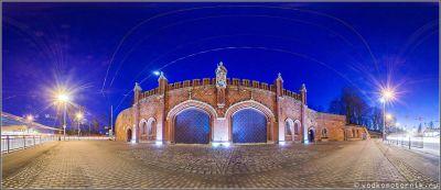 Фридландские ворота в ночи
