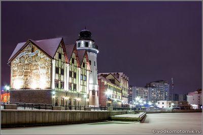 Рыбная деревня ночью зимой