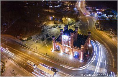 Королевские ворота зимней ночью