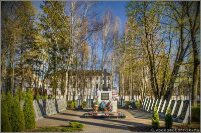 Братская могила советских воинов в п. Знаменск