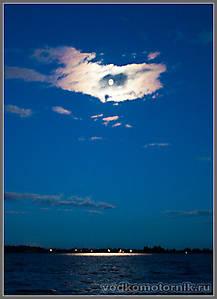 Свет НЛО над заливом...