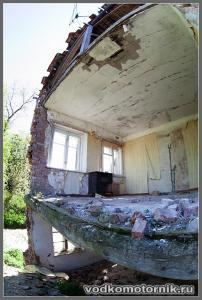 Корнево. Обвалившийся дом.