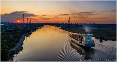 NEUENFELDE Container Ship заходит в порт Калининград