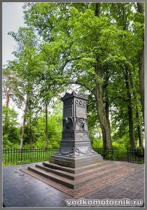 Первый памятник Барклай-де-Толли