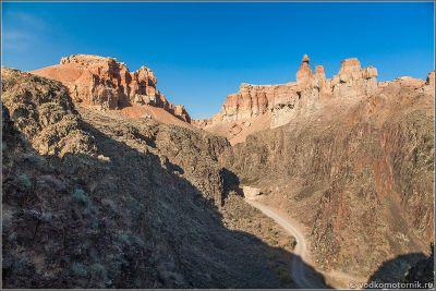 Казахстан - дорога в глубине Чарынского каньона