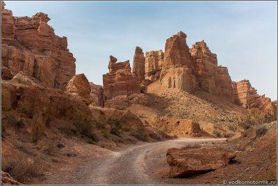Казахстан. Дорога внутри Чарынского каньона