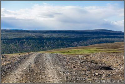 Исландия - перед спуском по дороге F