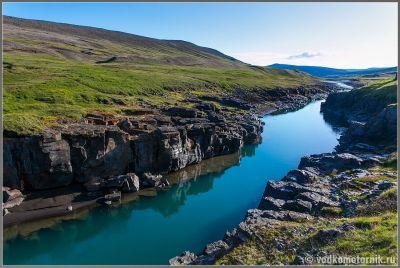 Исландия. Придорожный каньон.
