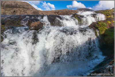 Исландия. Придорожный водопад на дороге N1