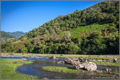 Грузия - заливные луга горной реки
