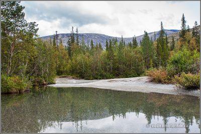 В Хибинах - разливы речки