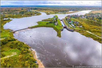 Шлюз на реке Сухона